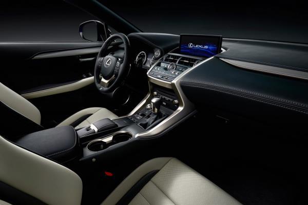 ติดตั้งหน้าจอแสดงข้อมูล Electro Multi Vision (EMV)  และระบบปฏิบัติการ Remote Touch Interface (RTI) เพิ่มโหมดการขับขี่ใหม่ Customize Mode