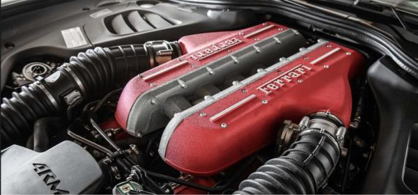 เครื่องยนต์จาก California T เป็นเครื่องเบนซิน 3.9 ลิตร V8 ผลิตพลังได้ 591 แรงม้า แรงบิดสูงสุด 760 นิวตันเมตรที่ 3,000 - 5,250 รอบ/นาที