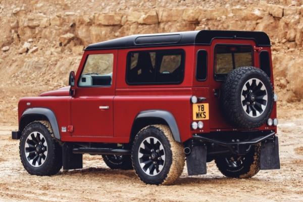 ตำนานกำลังจะหวนกลับมา กับโฉมใหม่ Land Rover Defender Works V8