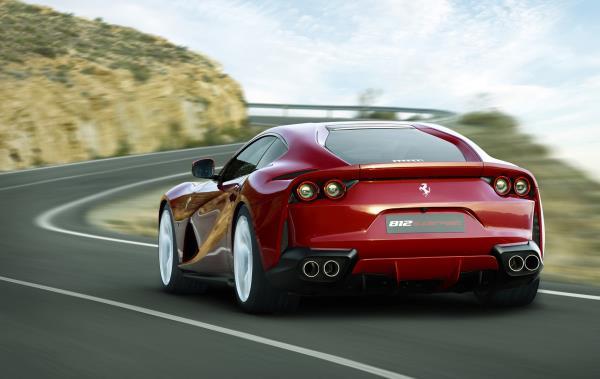 ภายนอกของ Ferrari รุ่น 812 Superfast