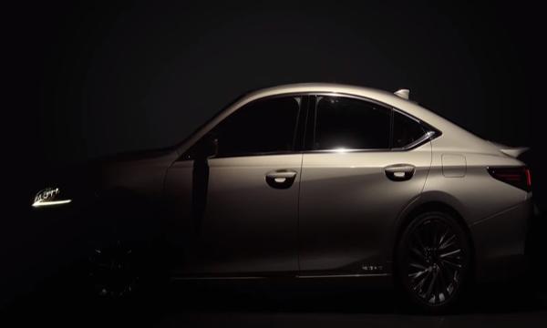 ด้านข้าง Lexus ES 2018