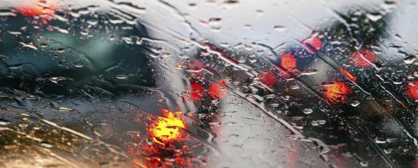 ขับรถขณะฝนตก