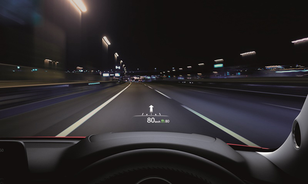 หน้าจอแสดงข้อมูลการขับขี่แบบสีบนกระจกหน้า
