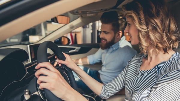 ควรจะมีเพื่อนร่วมทางที่ขับรถชำนาญแล้วนั่งไปข้างๆ
