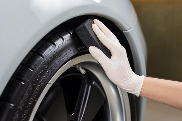 ทำความสะอาดยางรถยนต์