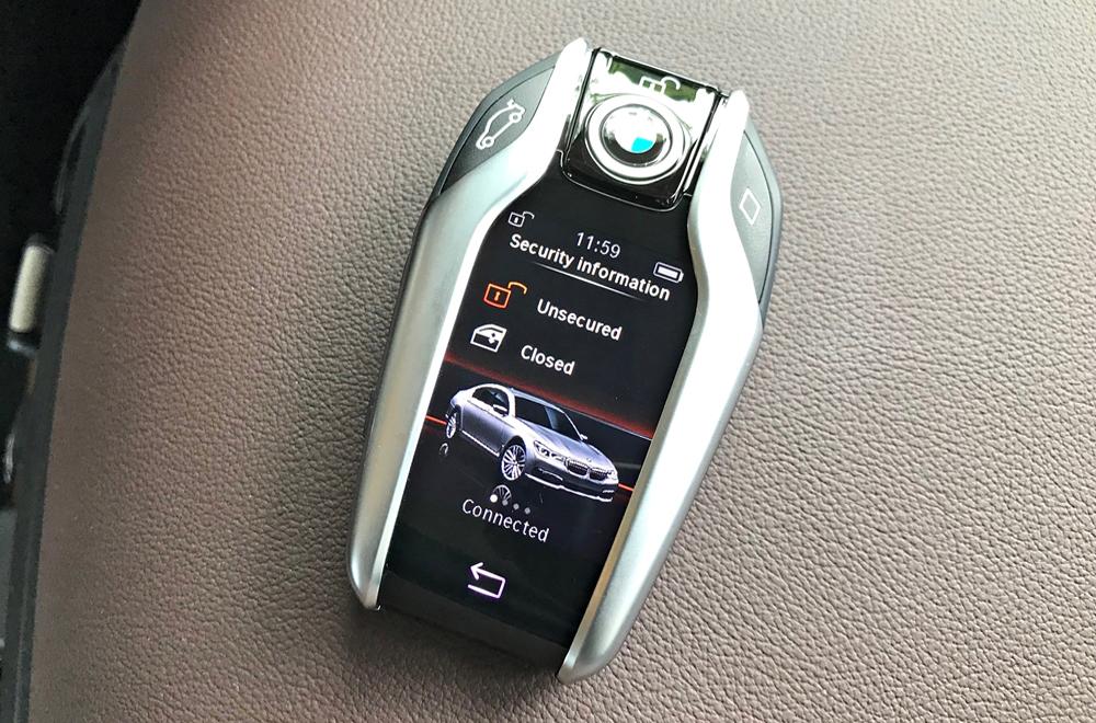 BMW X3 xDrive 20d xLine 2018 ล้ำหน้าด้วยระบบกุญแจแบบ Display Key ซึ่งมีหน้าจอขนาดเล็กสามารถแสดงข้อมูลรถได้จากระยะไกล
