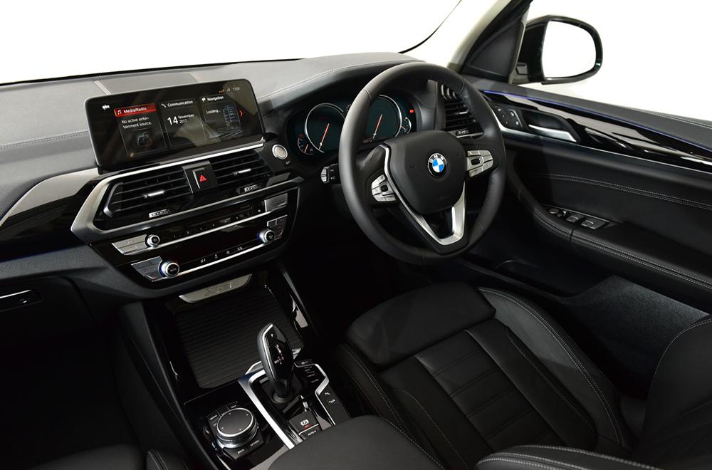 BMW X3 xDrive 20d xLine 2018 ให้ทุกการขับขี่ประทับใจด้วยพวงมาลัยแบบ 3 ก้าน ตกแต่งด้วยสีเงินสุดโฉบเฉี่ยว