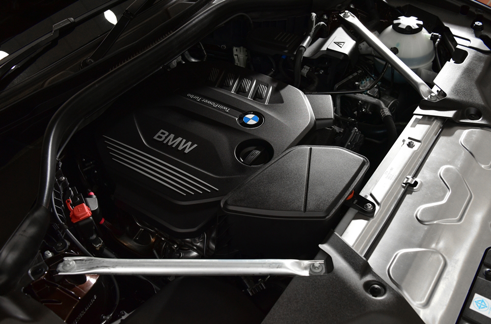 BMW X3 xDrive 20d xLine 2018 มาพร้อมขุมพลังเครื่องยนต์ดีเซล TwinPower Turbo 4 สูบ ขนาด 2.0 ลิตร ให้กำลังสูงสุด 190 แรงม้า แรงบิดสูงสุด 400 นิวตัน-เมตร พร้อมช่วงล่างที่นิ่มนวลแบบสุดๆ