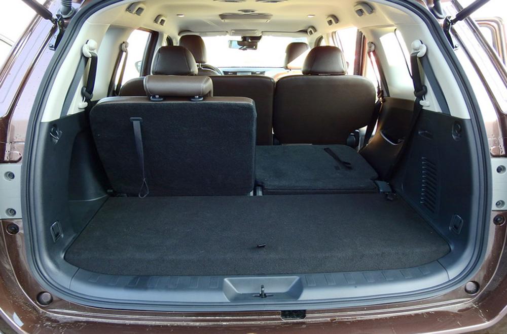 เบาะนั่งแถวที่ 3 สามารถ ปรับพับได้แบบ 50:50 เพื่อเพิ่มพื้นที่บรรจุสัมภาระ