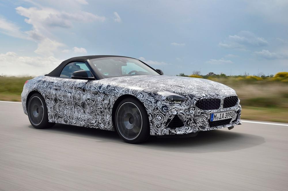 BMW Z4 2019 เป็นรถสปอร์ตที่มาพร้อมกับซอร์ฟเพลตเปิดประทุน เพื่อสัมผัสกับสายลมแห่งการขับขี่ได้ชัดเจนยิ่งขึ้น
