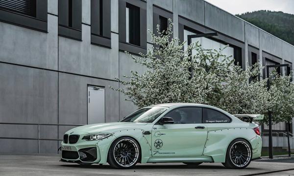 BMW M2 โดดเด่นด้วยการโชว์ลายน็อตยึดตัวถังภายนอก