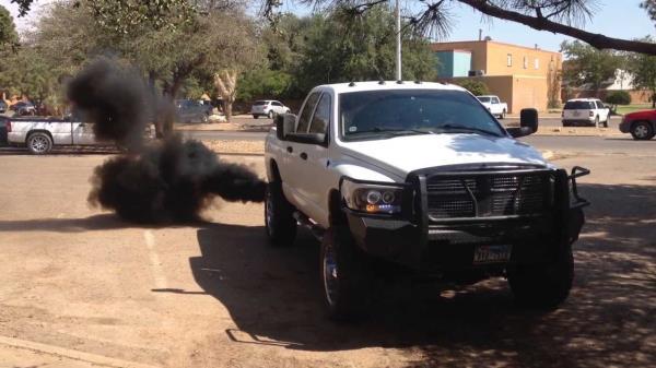 รถแต่งปล่อยควันดำ สร้างมลพิษทางอากาศ