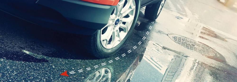 ระบบป้องกันล้อหมุนฟรีและควบคุมการลื่นไถล (TCS) พร้อมระบบควบคุมเสถียรภาพการทรงตัว (ESP) ช่วยเพิ่มความมั่นใจในการทรงตัวบนถนน เกาะถนนในทุกโค้ง