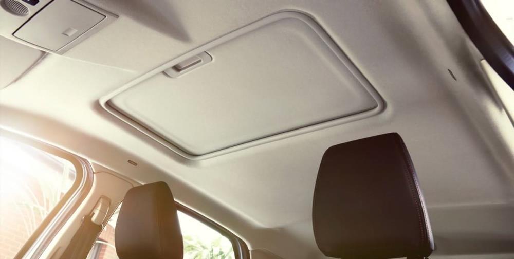 หลังคา Electronic  Sunroof เพื่อให้คุณได้สัมผัสกับอากาศภายนอกที่เย็นสบายได้ทุกเวลาที่ต้องการ