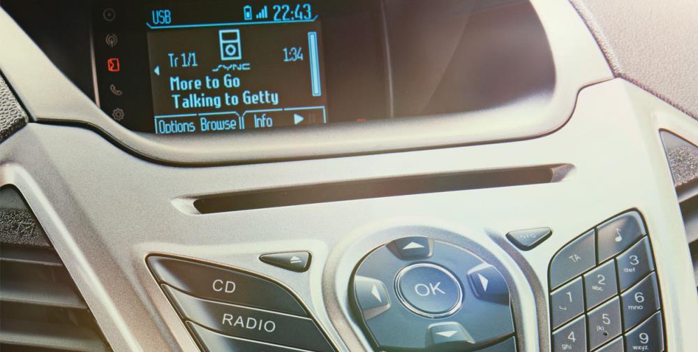 เทคโนโลยีสุดล้ำ ระบบสั่งงานด้วยเสียง SYNC TM  ออกคำสั่งเสียงเพื่อใช้งานมือถือ และอุปกรณ์เล่นเพลงแบบแฮนด์ฟรี