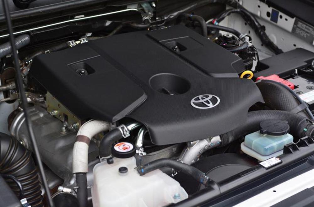 Toyota Hilux Revo Rocco เติมเต็มทุกความเร็วด้วยขุมพลังเครื่องยนต์ดีเซลรหัส 1GD-FTV ขนาด 2.8 ลิตร VN-Turbo ให้กำลังสูงสุด 177 แรงม้า ที่ 3,400 รอบ/นาที แรงบิดสูงสุด 420 นิวตัน-เมตร ที่ 1,400-2,600 รอบ/นาที