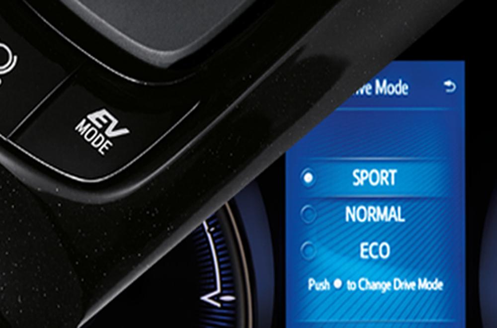 Toyota C-HR 2018 ได้รับการออกแบบอย่างประณีตด้วยสีภายในแบบทูโทน (สีดำและน้ำตาล) เสริมด้วยฟังก์ชั่นปรับโหมดการขับขี่ในแบบ Sport Mode , Normal Mode และ Eco Mode