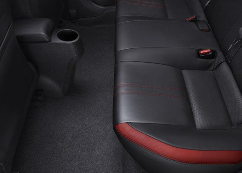 พื้นที่ห้องโดยสารด้านหลังเป็นแบบเรียบเข้า-ออกง่ายดาย นั่งสบายตลอดการเดินทาง