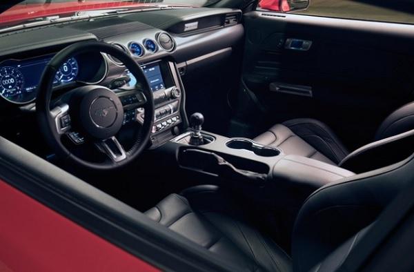 ส่วนภายในห้องโดยสารของ Ford Mustang  2018 มีออปชั่นให้เลือกมากมาย