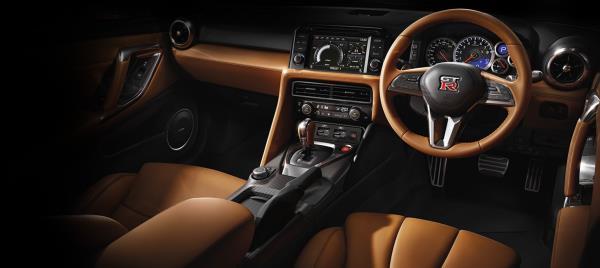 ภายในห้องโดยสารของ Nissan GT-R  2018