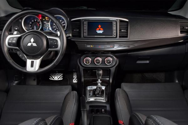 interior Mitsubishi Lancer Evolution X