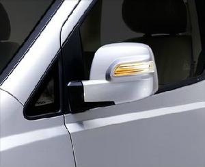 กระจกมองข้าง ปรับและพับเก็บด้วยไฟฟ้า พร้อมไฟเลี้ยวในตัวแบบ LED