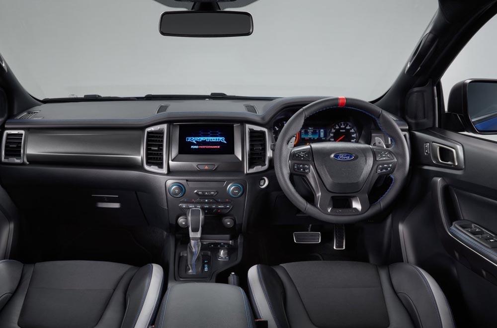 Ford Ranger Raptor 2018 มาพร้อมกับเบาะหนังขนาดใหญ่ผ่านการดีไซน์ให้รองรับการขับขี่ทั้งในเส้นทางเรียบ และ ในเส้นทางทุรกันดาร