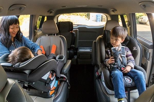 ให้ลูกนั่งคาร์ซีทอย่างปลอดภัยและถูกวิธี