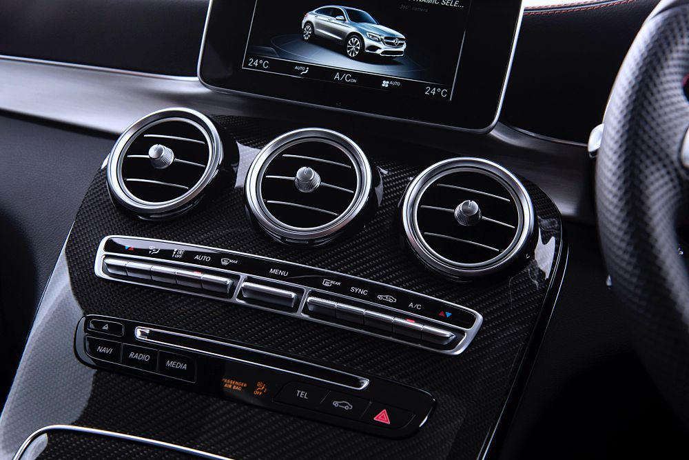 ฟังก์ชันเชื่อมต่อโทรศัพท์มือถือระบบปฏิบัติการ iOS (Apple CarPlay™)