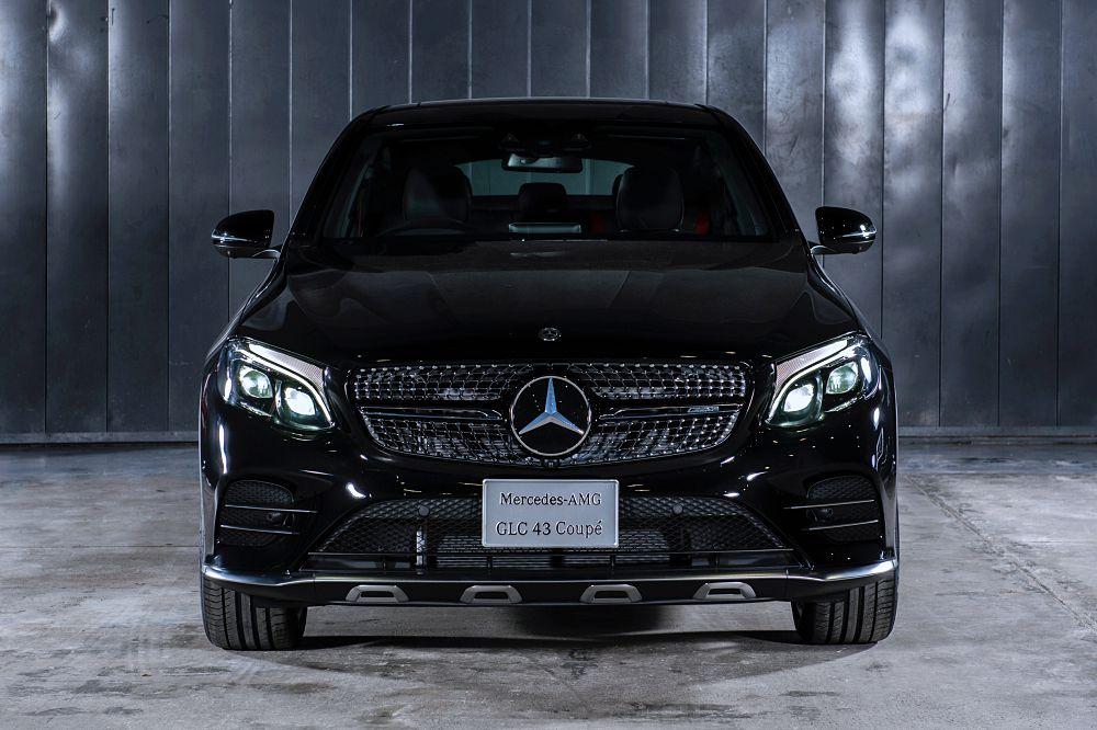 Mercedes-AMG GLC 43 4MATIC Coupe 2018 จะยังคงดีไซน์และการตกแต่งภายนอก-ภายใน ระบบความปลอดภัย เทคโนโลยีล้ำสมัย รวมถึงระบบมัลติมีเดียเหมือนกับรถยนต์รุ่นนำเข้าทั้งหมด
