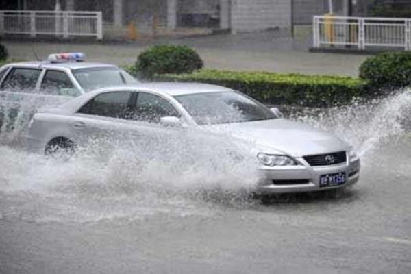 อย่าขับรถผ่านบริเวณน้ำท่วม