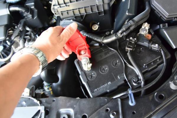 การตรวจสอบส่วนประกอบต่างๆภายในรถยนต์