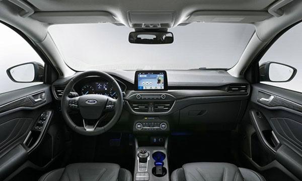 Ford Focus 2018 ตกแต่งภายในด้วยสีทูโทนดำ-เทา