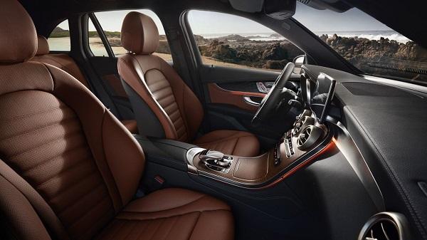 ภายในห้องโดยสารของ Mercedes-Benz GLC 2018