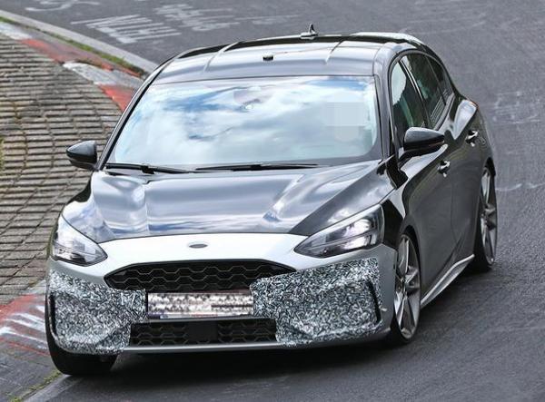 2019 Ford Focus ST ด้านหน้า