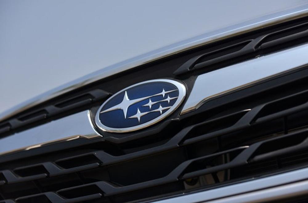 Subaru Forester ติดตั้งสัญลักษณ์ดวงดาว 4 แฉก ล้อมรอบด้วยวงรีบริเวณกระจังหน้าอันเป็นสัญลักษณ์ของซูบารุ