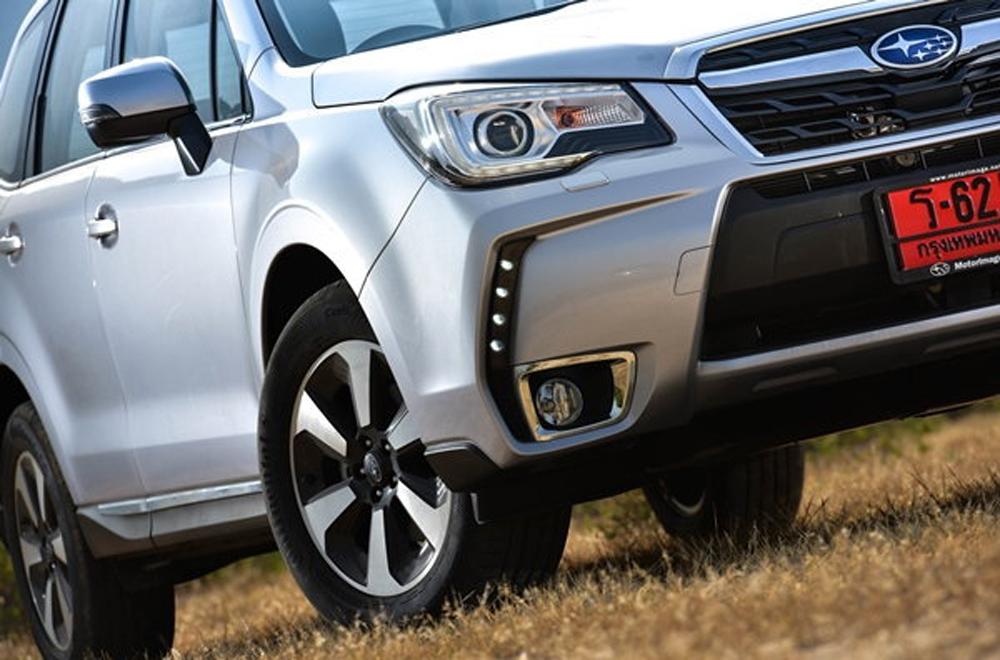 Subaru Forester ได้รับการดีไซน์มาอย่างลงตัวด้วยโครงสร้างรถแนว SUV สุดสปอร์ตผ่านไฟหน้า Projector แบบ LED ไฟส่องสว่างกลางวันแบบ LED พร้อมระบบปรับระดับได้ตามองศาการเลี้ยว และ ระบบฉีดล้างไฟหน้าอัตโนมัติ