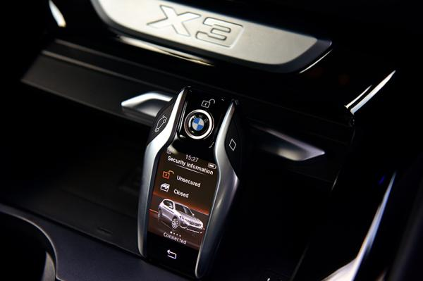 2018 BMW X3  กุญแรระบบสัมผัส