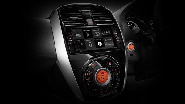หน้าจอทัชสกรีน 7 นิ้วของ Kenwood ใน Nissan Almera