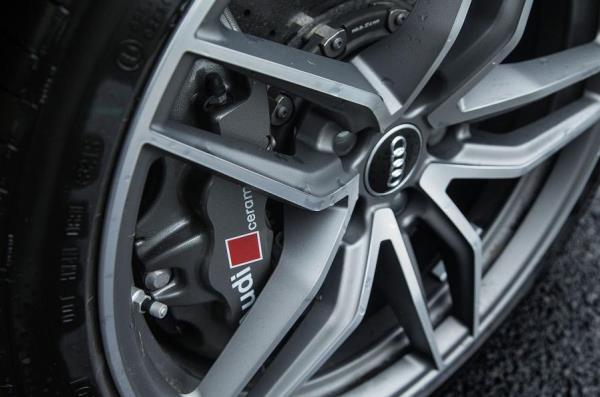 ล้ออัลลอยด์ที่มาพร้อมกับ Audi R8