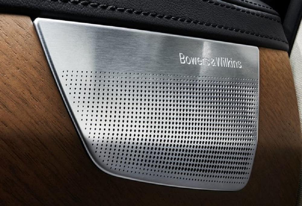 ระบบเสียง Premium Sound โดย Bowers & Wilkins และลำโพงซับวูฟเฟอร์แบบระบายอากาศที่เป็นเอกลักษณ์เฉพาะตัว