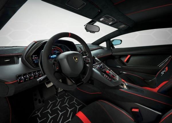 ดีไซน์ภายในที่อาจเกิดขึ้นใน 2019 Lamborghini Aventador SVJ