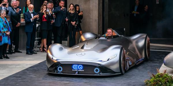 Mercedes-Benz เผยคอนเซปต์ EQ Silver Arrow