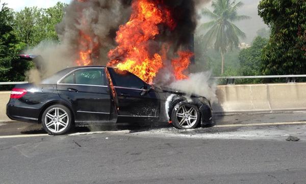 ไฟไหม้รถเหตุร้ายที่เกิดขึ้นได้กับรถทุกรุ่น