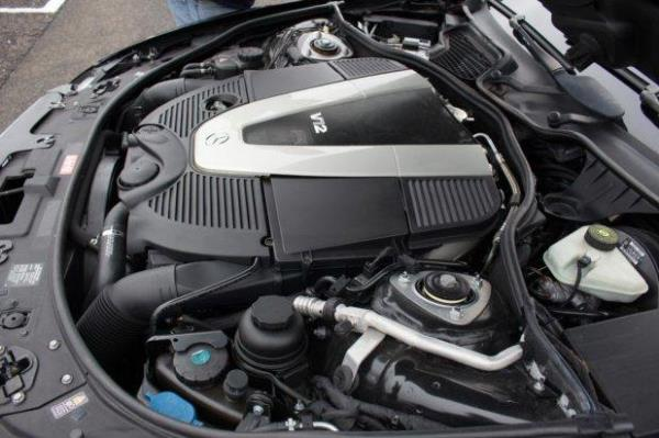 การเช็คน้ำมันเบรกที่อยู่บริเวณเครื่องยนต์ของรถ
