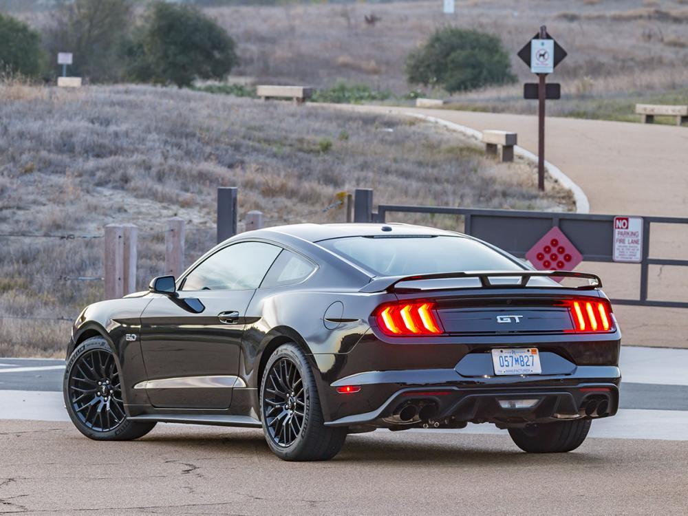 Ford Mustang 2018 ด้านหลัง