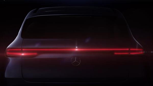 ไฟท้ายและดีไซน์ด้านหลังของ Mercedes-Benz EQC