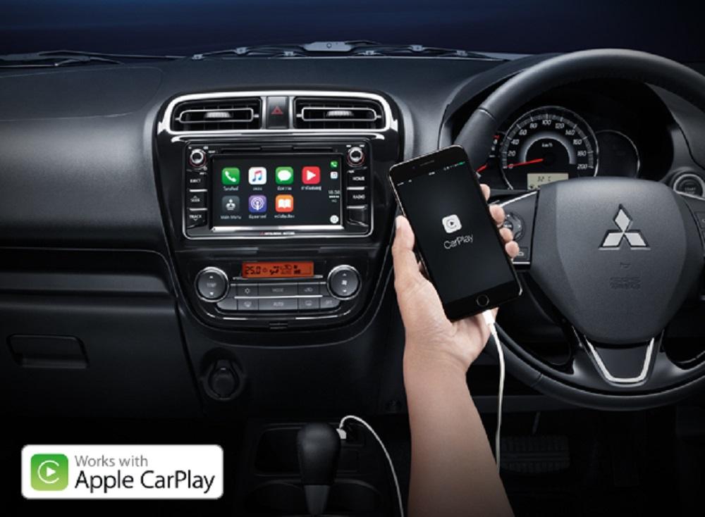 ระบบ Apple CarPlay เพียงเชื่อมต่อ iPhone ในรถยนต์ NEW Mitsubishi Mirage 2018 ก็สามารถรับสายโทรเข้า-โทรออก   และรับ-ส่งข้อความ พร้อมฟังเพลง ได้อย่างง่ายดาย (เฉพาะรุ่น GLS-LTD)