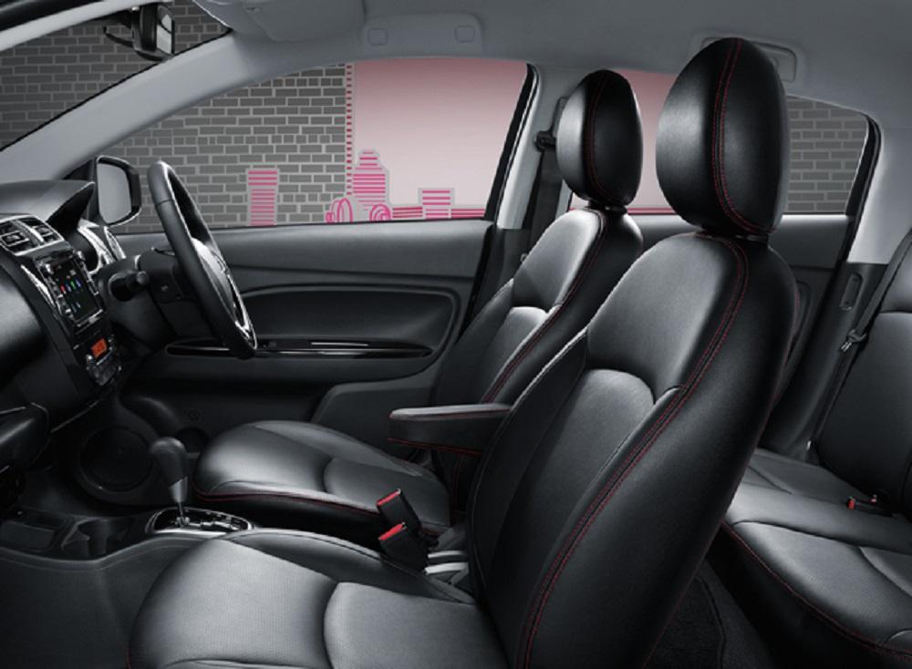 ภายในห้องโดยสารของ NEW Mitsubishi Mirage 2018 กว้างขวางนั่งสบาย ส่วนเบาะนั่งเป็นเบาะหนังและวัสดุหนังสังเคราะห์สีดำ พร้อมตกแต่งด้ายสีแดง (เฉพาะรุ่น GLS-LTD)