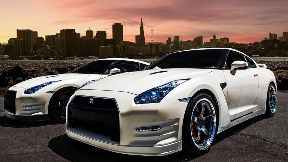 สกายไลน์นั้นได้ออกแบบและได้วิศกรรมโดย Shinichiro Sakurai ซึ่งเขาเป็นหัวหน้าแผนกรถรุ่นนี้ก่อนที่เขาจะเสียชีวิตในปี 2554